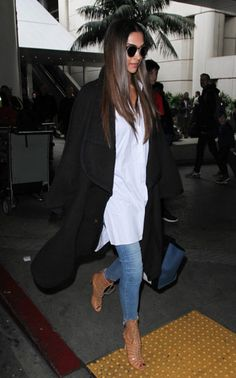 Deepika Padukone is seen at LAX on January 02 2017 in Los Angeles California Bollywood Celebrities, Bollywood Fashion, Bollywood Stars, Chic Outfits, Fashion Outfits, Deepika Padukone Style, Dressing Sense, T Shirt And Jeans, Western Wear