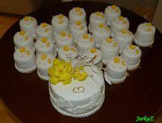 mini wedding cakes with wedding cake - magnolia flowers - mini tortričky s malou svadobnou tortou s magnóliou