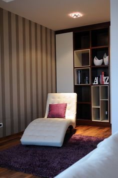 Opulent Belgrade Penthouse Dynamic Design and Its Interior: Stylish White Chaise Lounge In Tufted Style Standing On Purple Fur Rug On Living. Living Room Flooring, Living Room Interior, Home Interior Design, Interior Photo, Lounges, Cabinet Medical, White Lounge, Kb Homes, Lounge Seating