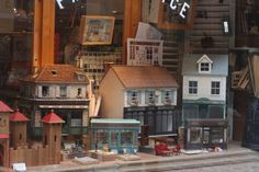 Passage Jouffroy - doll's houses. ARGH! I was just in Paris - would have LOVED to have seen this!
