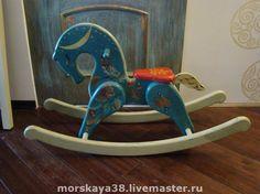 Деревянная лошадка-качалка В яблоках