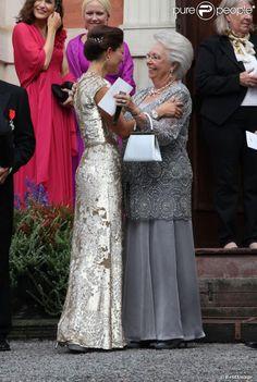 Crown Princess Victoria of Sweden with aunt Princess Christina at wedding of her son Gustaf Magnuson  La princesse Victoria de Suède et la princesse Christina de Suède - Mariage de Gustaf Magnuson (fils de la soeur du roi Carl XVI Gustaf de Suède) et Vicky Andren au château d'Ulriksdals à Stockholm, le 31 août 2013.