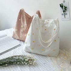 Sacs Tote Bags, Diy Tote Bag, Canvas Tote Bags, Cute Tote Bags, Embroidery Bags, Cute Embroidery, Sacs Design, Fabric Bags, Shopper Bag