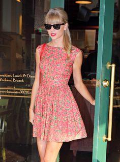Taylor Swift - Vestido de flores - Preppy look