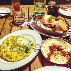 Brunch at the Blue Duck Tavern in Washington D.C. | Crab Frittata, Grits and Fried Chicken Biscuit
