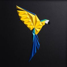 Istanbul-based paper artist Tayfun Tinmaz left a career in modeling to begin producing paper art designs, a practice of geometric-inspired works he collects under the name Paperpan. To produce each pi Paper Art Design, 3d Paper Art, Origami Bird, Paper Crafts Origami, Paper Artwork, Paper Artist, Motif Jungle, Geometric Bird, Colossal Art