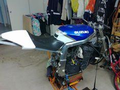 Custom Street Bikes, Custom Bikes, Gsxr 1100, Cafe Racer Motorcycle, Mopeds, Bike Design, Bobber, Cars And Motorcycles, Motorbikes