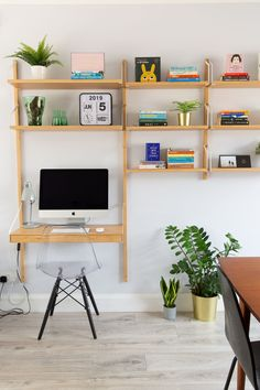 Good Cost-Free SVALNÄS Ikea workspace and shelving system Tips Investing in a well-designed couch is a major decision and not one to produce lightly. Tiny Home Office, Home Office Design, Office Designs, Svalnäs Ikea, Ikea Workspace, Diy Room Decor, Bedroom Decor, Home Decor, Shelving Systems