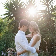 Hoy hace un año, un día lluvioso también, Anna y Luis se dieron el SÍ. Feliz Aniversario pareja!  #Felizaniversario #Preboda #love #amor #weddingphotography #fotografabodas #fotografianatural #contraluz #markiii