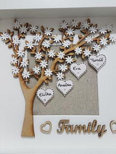 Outstanding DIY Gifts For Family - Outdoor Click Diy Gifts For Mom, Diy Holiday Gifts, Gifts For Family, Family Tree Crafts, Scrabble Tile Crafts, Scrabble Frame, Scrabble Art, Cadre Diy, Homemade Christmas Tree