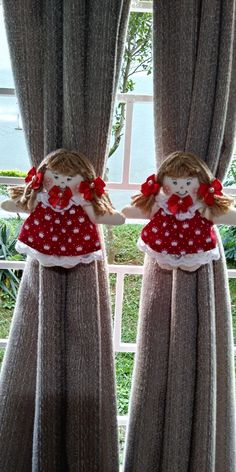 Bonequinha de pano agarradinha de cortina! Bag Patterns To Sew, Doll Clothes Patterns, Sewing Patterns, Felt Crafts, Diy And Crafts, Projects For Kids, Sewing Projects, Towel Crafts, Making Hair Bows