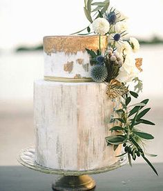 Gorgeous wholesale flowers for your wedding cakes DIY Wedding Flower Projects Buy bulk wholesale flowers online www.bulkwholesaleflowers.com #weddingcake #cake #diywedding