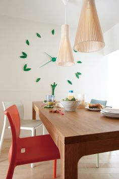 The wooden Secto 4200 pendants by Secto Design fit well to the Japanese interiors too! Here they are speading light to the breakfast tabel in Mizunami, Japan. Photo by: Woodone Co., LTD