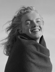 20 years old Marilyn Monroe without makeup, Andre de Dienes, 1946.