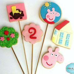 🎉🎈Parabéns Malu!!! 🎈🎉. 2 aninhos, Uau!!! Já é uma moça!!! 👸🏼 #MardeJujuba te deseja toda felicidade e saúde do mundo!!! ✨ Aproveitando nosso mês das crianças: qual seu personagem preferido??? Poste aqui ⬇️ que o Mar de Jujuba faz!! 💋  #biscoitosdecorados #biscoito #DiadasCrianças #biscoitosnopalito #amanteigado #peppa #peppapig #2yearold #dois #doisanos #doisaninhos #festadapeppa #show #discovery #discoverykids #discoverykidsbrasil #cookies #girl #pastaamericana #feitocomamor…