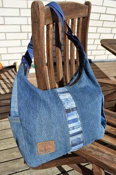 Tuunausta ja tekeleitä: Ohjeet farkkujen totaalikierrätykseen, osa 6 Sewing Slippers, Denim Ideas, Handmade Handbags, Recycled Denim, Denim Bag, Fashion Sketches, Refashion, Bag Making, Messenger Bag
