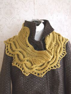 Ravelry: Green Leaves Cowl pattern by Grace Mcewen Hand Knit Scarf, Cowl Scarf, Knit Cowl, Crochet Scarves, Crochet Shawl, Knit Crochet, Lace Knitting Patterns, Free Knitting, Hat And Scarf Sets