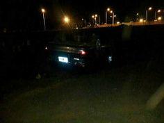 Ahora Misiones: Volcó un auto en la avenida Costanera y dos jóvene...