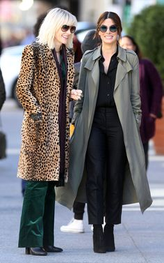 Here's Your First Look at Sandra Bullock and Cate Blanchett in 'Ocean's Eight' Cate Blanchett, Sandra Bullock, Disco Jumpsuit, Ocean's Eight, Velvet Suit, Leopard Print Coat, Sarah Jessica Parker, Mode Outfits, Ideias Fashion