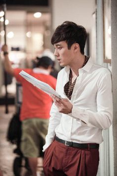 """So Ji Sub --- """"MASTER'S SUN"""" looking good...love the outfit too."""