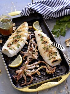 🍹🛀you don't know how to cook, you're having difficulty creating a daily menu don't worry because you already have. Calamari Recipes, Mackerel Recipes, Fish Recipes, Seafood Recipes, Cooking Recipes, Fish Dishes, Seafood Dishes, Seafood Platter, Salsa Thai