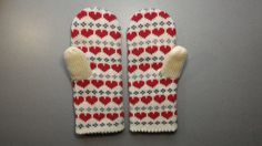 Hand-made adult mittens with heart pattern by LanaNere on Etsy Part Of Hand, Heart Patterns, Beautiful Hands, Mittens, Wool, Red, How To Make, Handmade, Crafts