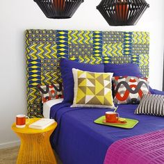 Une tête de lit en tissus africains / A bed headboard in africans fabrics
