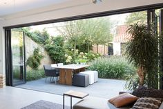 Front Porches Ideas, Porch Decorating Diy - Tips For Gardening, Terrace Decoration Ideas. Indoor Outdoor Living, Outdoor Spaces, Outdoor Decor, Terraced Patio Ideas, Modern Garden Design, Modern Design, Outside Living, Patio Doors, Porch Decorating