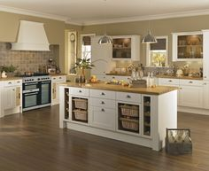 Over the years, many people have found a traditional country kitchen design is just what they desire so they feel more at home in their kitchen. Home Decor Kitchen, Kitchen Living, Kitchen Interior, New Kitchen, Shaker Style Kitchens, Home Kitchens, Howdens Kitchens, Country Kitchen Designs, Kitchen Colour Schemes