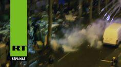 Gran pelea entre centenares de refugiados armados en las calles de París