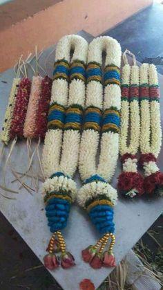 Trendy Ideas For Indian Bridal Bouquet Floral Design Indian Wedding Flowers, Flower Garland Wedding, Daisy Wedding Flowers, Flower Garlands, Flower Decorations, Indian Bridal, Wedding Garlands, Backdrop Decorations, Desi Wedding Decor