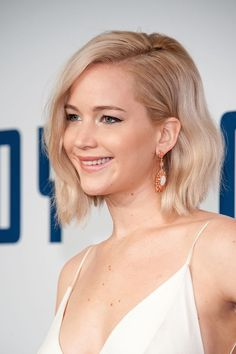 """Consider 2016 to be the year of the bob. If you like to style yours in a fun, relaxed way, actresses like Jennifer Lawrence and Hilary Duff are your current short hair inspo. """"They both have these great texturized bobs,"""" says Fernando Salas, creator of Wh Hot Hair Styles, Hair Styles 2016, Medium Hair Styles, Choppy Bob Hairstyles, Short Hairstyles For Women, Cool Hairstyles, Bob Haircuts, Jennifer Lawrence Hair, Big Braids"""