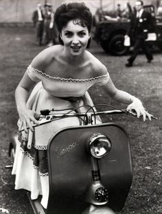 Italian actress Gina Lollobrigida attends the Great Film Garden Party at Morden Hall Park in Surrey, on a Vespa motor scooter. She is in Britain to promote an Italian Film Festival. Get premium, high resolution news photos at Getty Images Gina Lollobrigida, Scooter Girl, Vespa Girl, Vespa Vintage, Vintage Italy, Motor Scooters, Vespa Scooters, Scooter Motorcycle, Motorcycle Helmets