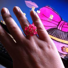 Anillo con flor realizada en perlas de cristal rosa Byaly