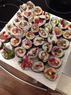 Sushi with baby kale, capsicum, cucumber, avo wasabi and kangaroo ☺️