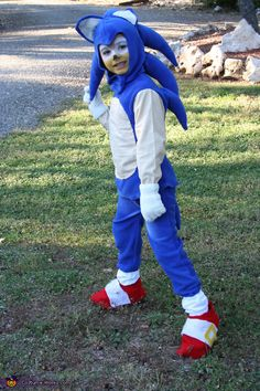 Marcie: Emilio, my son, wanted to be Sonic the Hedgehog this year, his idea… Sonic The Hedgehog Halloween Costume, Sonic Costume, Diy Halloween Costumes For Kids, Halloween Costume Contest, Costume Ideas, Video Game Costumes, Boy Costumes, Homemade Costumes For Kids, Sonic Birthday