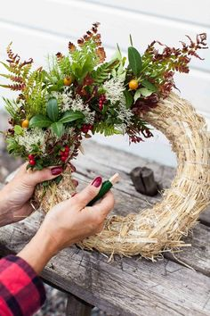 Kranz - new site Christmas Door Wreaths, Autumn Wreaths, Rustic Christmas, Christmas Crafts, Halloween Decorations, Christmas Decorations, Corona Floral, Deco Floral, Summer Wreath