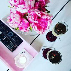 Koti, kukkia, kuohuviiniä, vaaleanpunaista Koti, Daniel Wellington, Fashion, Moda, Fashion Styles, Fashion Illustrations