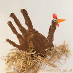 Een kip van verf Crafts For Kids, Arts And Crafts, Thanksgiving Preschool, Farm Animals, Easter, Fancy, Stage, Creative Ideas, Ms