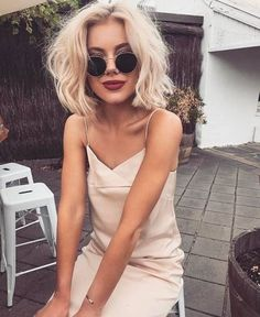 i never want to take this skirt off to achieve this messy wave i curl my hair with a curling wand quot; curling wand home george Pretty Hairstyles, Bob Hairstyles, Hair Inspo, Hair Inspiration, Laura Jade Stone, Corte Y Color, Looks Style, Hair Dos, New Hair