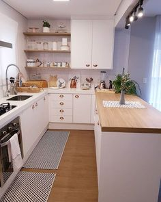 home decor kitchen Kitchen Room Design, Kitchen Dinning, Home Room Design, Home Design Decor, Kitchen Sets, Küchen Design, Home Decor Kitchen, Interior Design Kitchen, Kitchen Furniture