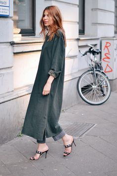 Maja Wyh in a forest green Ganni dress and studded heels Style Casual, Casual Look, Style Me, Maja Why, Street Style Chic, Fashion Outfits, Womens Fashion, Fashion Trends, Looks Style