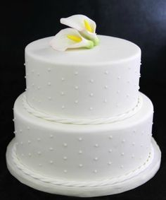 6 Wedding Cake Ideas - White Calla Lily Cake by Butterfly Bakeshop - mazelmoments.com