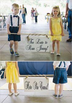 easy to make wedding signs | navy and yellow wedding | flower girl | ring bearer | #weddingchicks