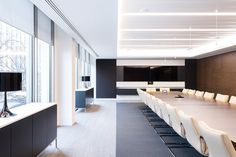 Redburn Partners stunning new sq ft occupation at 10 Aldermanbury in the heart of the City of London. Design by Tammy Nestor. Delivered on behalf of JAC Group, Designers and Project Managers. Delivered via a traditional form of procurement Corporate Office Decor, Corporate Interiors, Office Interiors, Corporate Offices, Office Open Plan, Office Meeting, Meeting Rooms, Modern Office Design, Office Interior Design