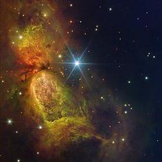 Sh2-188, es una hermosa y antigua nebulosa en la constelación de Casiopea, se compone de una carcasa que tiene un solo lado donde se produce la colisión con el medio interestelar, lo que provoca estructuras de ondas de choque que le dan esa particular forma de media luna. Su estrella central se encuentra a 850 años luz y y se mueve a unos 125 kilómetros por segundo. La nebulosa se encuentra a unos 2800 años luz de la Tierra Imagen: NASA, NICK WRIGHT / IPHAS