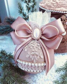 1 million+ Stunning Free Images to Use Anywhere Shabby Chic Christmas Ornaments, Christmas Ornament Crafts, Pink Christmas, Diy Christmas Ornaments, Christmas Projects, Handmade Christmas, Holiday Crafts, Christmas Holidays, Christmas Decorations