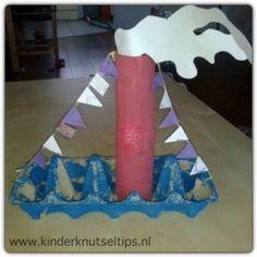 In deze tijd van het jaar is er natuurlijk maar één geschikt knutselthema: Sinterklaas. Hier is een voorbeeldje van een knutselwerkje dat geschikt is voor kinderen vanaf 2 jaar. www.kinderknutseltips.nl