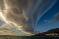 Lenticularis cloud at Starigrad Paklenica, Croatia, Jan 2015  Credit photo: Elvis Malagic