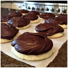 Today's tried & true recipe – Copycat Berger Cookies! UPDATE June King Arthur Flour consolidated their two recipes for their copycat Berger Cookies. Cookie Desserts, Just Desserts, Cookie Recipes, Delicious Desserts, Dessert Recipes, Cookie Pie, Bakery Recipes, Cat Recipes, Recipes Dinner